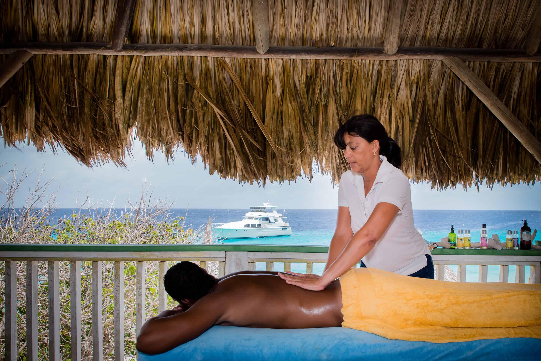 Massage on Klein Curaçao 1